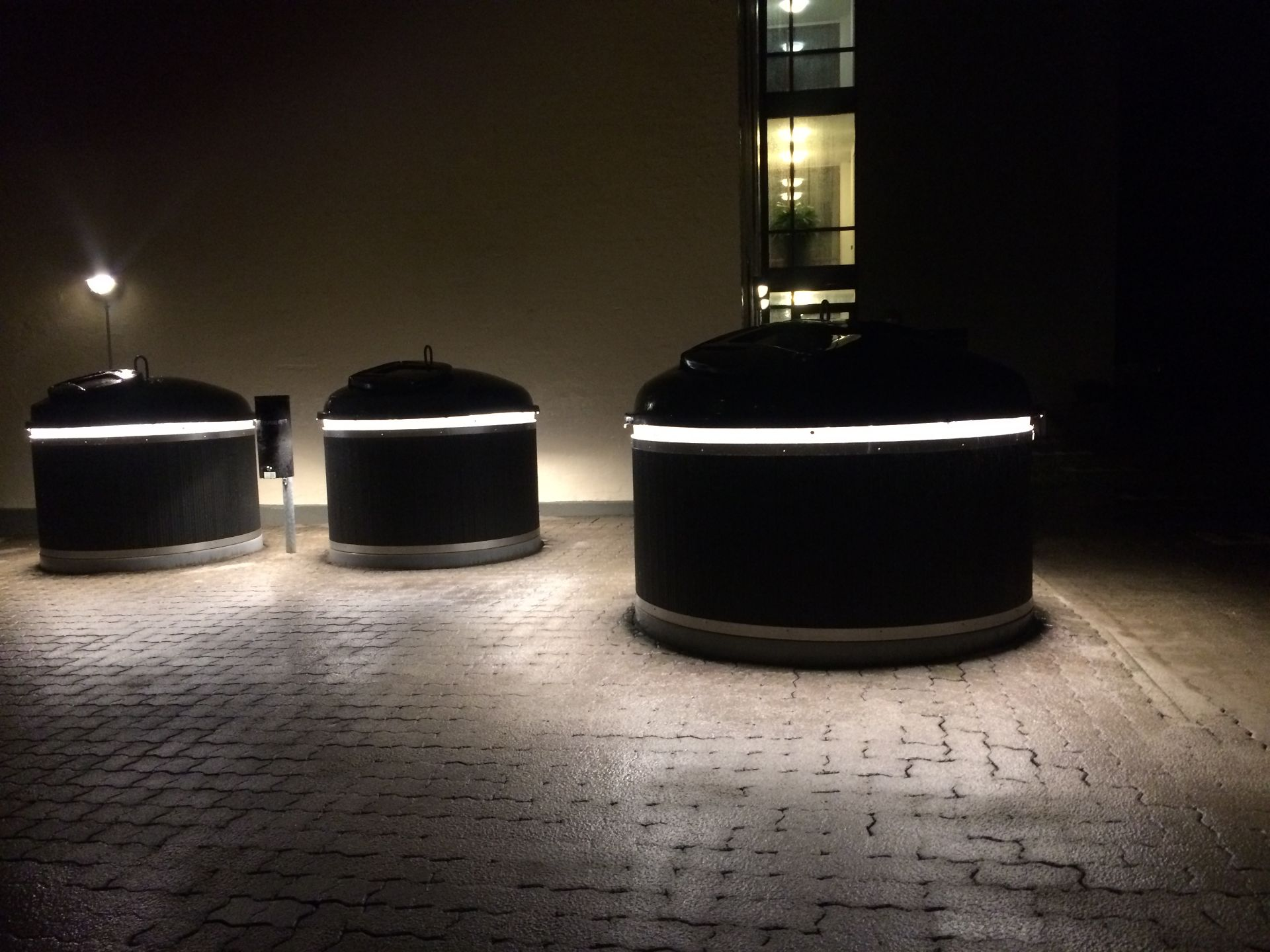 Molok®Classic beklædt med Night Sky Black og lys, Grenå